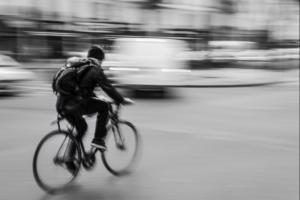 Michel ANDRIEUX - A PARIS en velo on depasse les autos